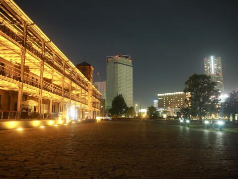 ライトアップされた建物の夜景 婚活 体の関係
