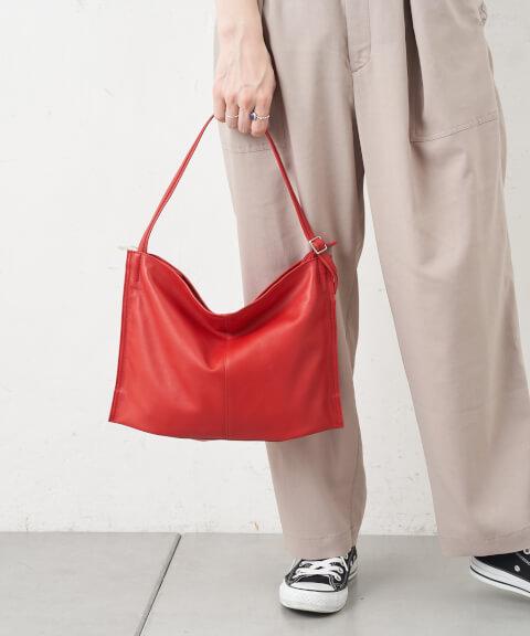 差し色 赤 ショルダーバッグ