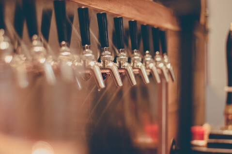 居酒屋のビールサーバーの写真