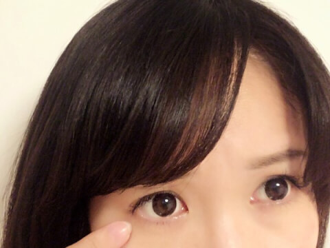 童顔な女性 眉毛