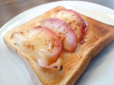 焼きリンゴ_トーストのせ