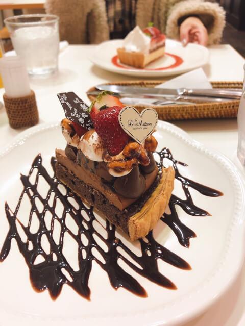 新宿 カフェ La Maison ensoleille table チョコレートタルト