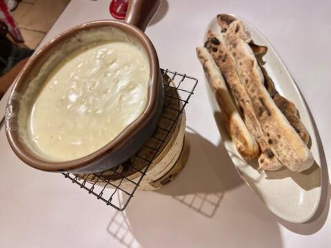 横浜チーズカフェの名物チーズフォンデュ