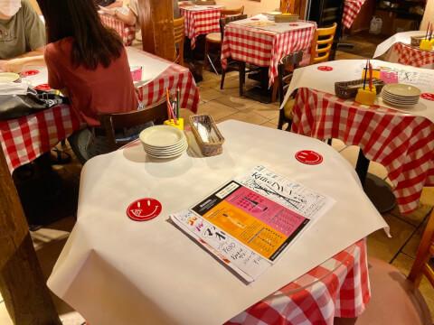 横浜チーズカフェのテーブル席