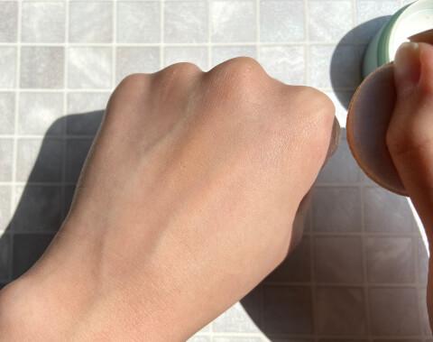 ニキビ隠しのコンシーラーの使い方の解説