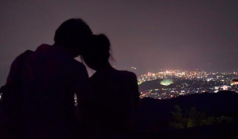 夜 夜景 カップル