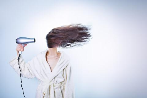 髪の毛を乾かす