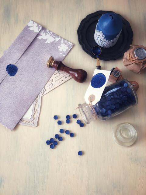 シーリングワックスと青いキャンドル