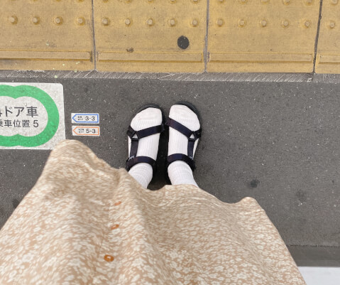 街歩き スポーツサンダル 靴下 合わせる
