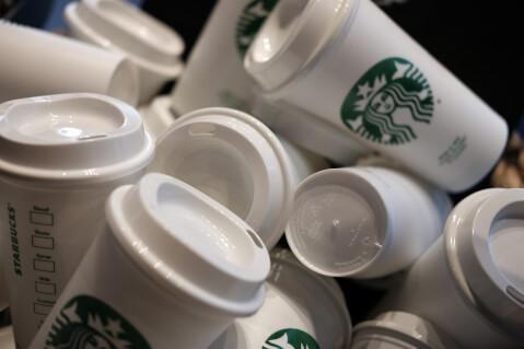 たくさんのスタバカップ