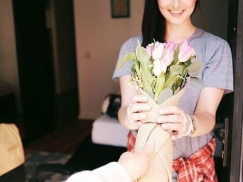 笑顔が可愛い女性