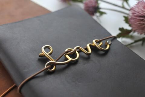 loveキーホルダーの付いたノート