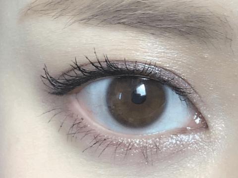 つり目の女性