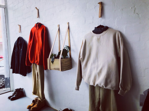 壁掛け収納 洋服 ディスプレイ