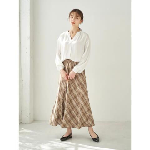 モテコーデ 白シャツ×スカート