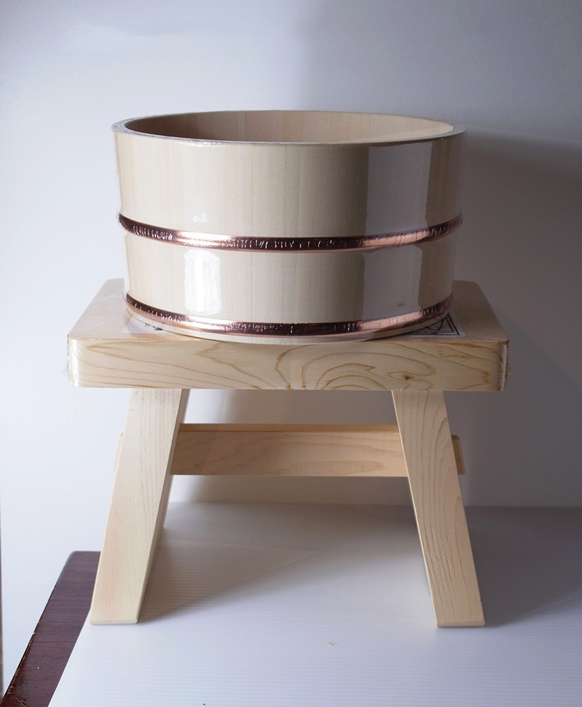 木曽サワラ丸湯桶と木曽ひのきのイス