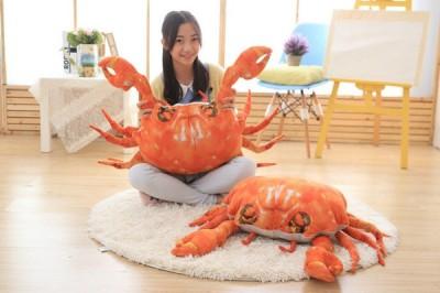 """【嗚哇哇】逼真倒讓人倒退兩部! 和真正的 """"螃蟹"""" 超像的巨大抱枕"""