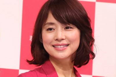 石田百合子的短髮素顏照讓網友大喊「美到不行」、「保護眼睛」
