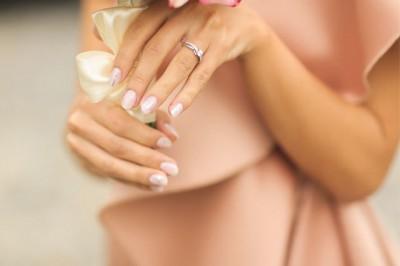 【不想結婚的男人 Vol.16】閃耀的鑽石就算有傷痕也無所謂。失戀的傷痕無法癒合的女人所學到的,婚約戒指真正的價值