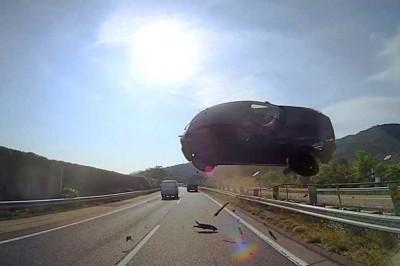 日本東名巴士車禍,行車記錄器影片能在發生後立刻公布出來的原因。旅行社社長所謂的「投資安全性」是指?