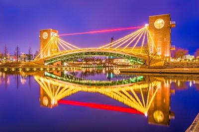 「日本真的超美...」宛如夢幻世界般的夜景,來猜猜看這是什麼地方!