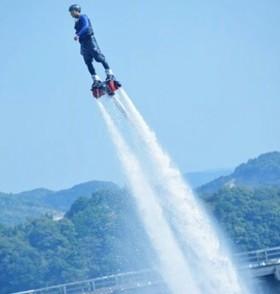 海でイルカのように空を舞おう!空中宙返りなど、これでしかできない技もある!!