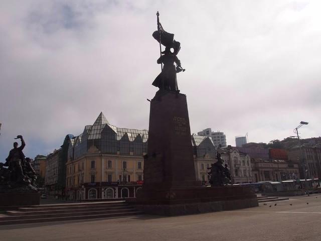 赤軍兵士の像