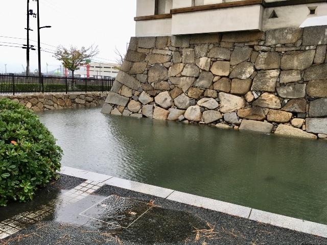 高松城跡 ①  〈特長〉日本三大水城 ( 海城 )