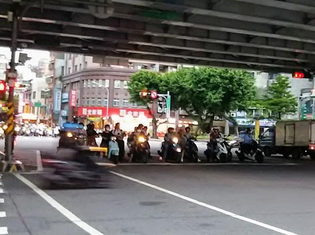 台北市内のとある交差点