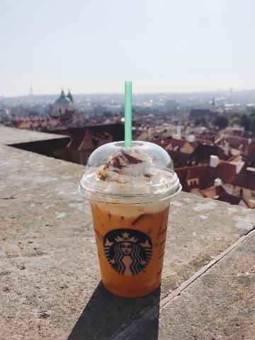 プラハ城のスタバ