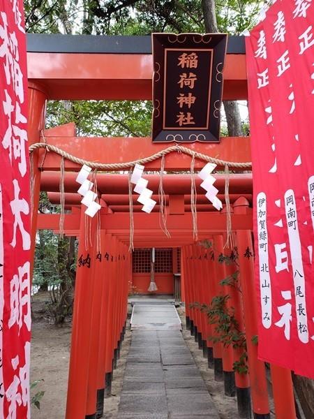 稲荷神社 お社と狛犬
