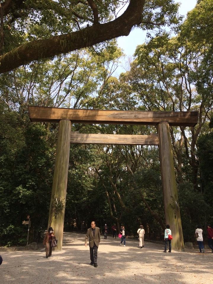 熱田神宮の正面の鳥居