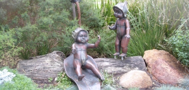 ガムナッツベイビーの像