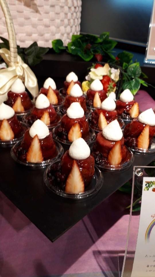 苺とベリーのサヴァラン  ブリオッシュ