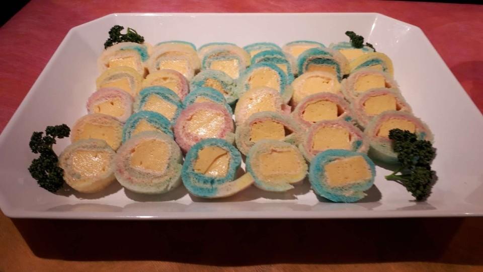 出汁巻き卵と明太子パステルカラーロールサンド
