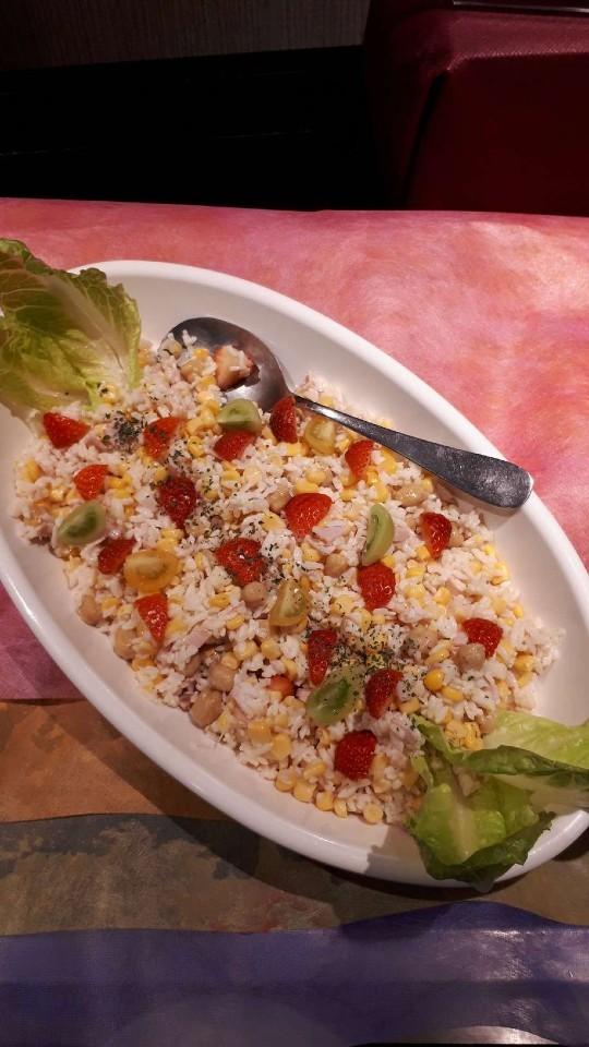苺のライスサラダとカラフルトマト