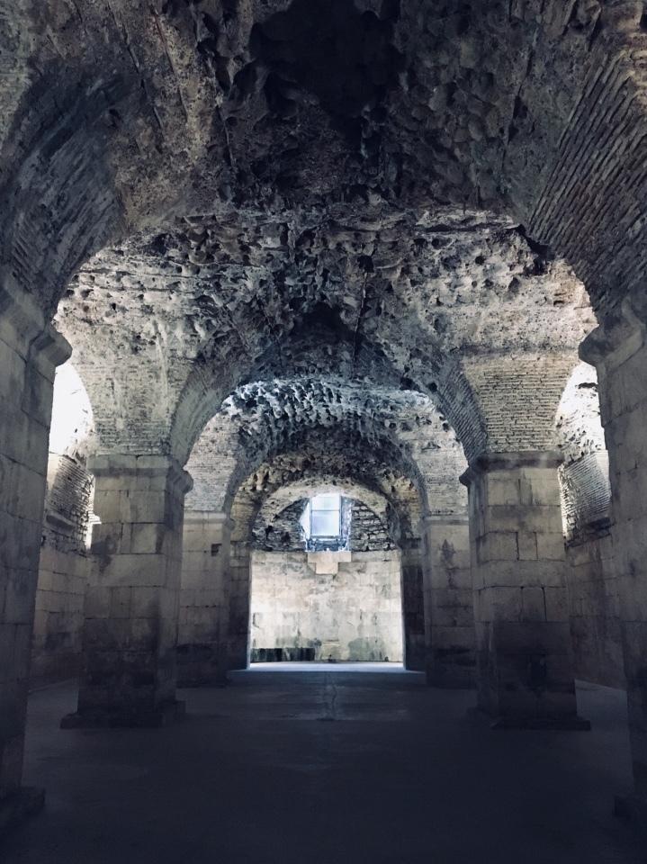ディオクレティアヌス宮殿・宮殿地下
