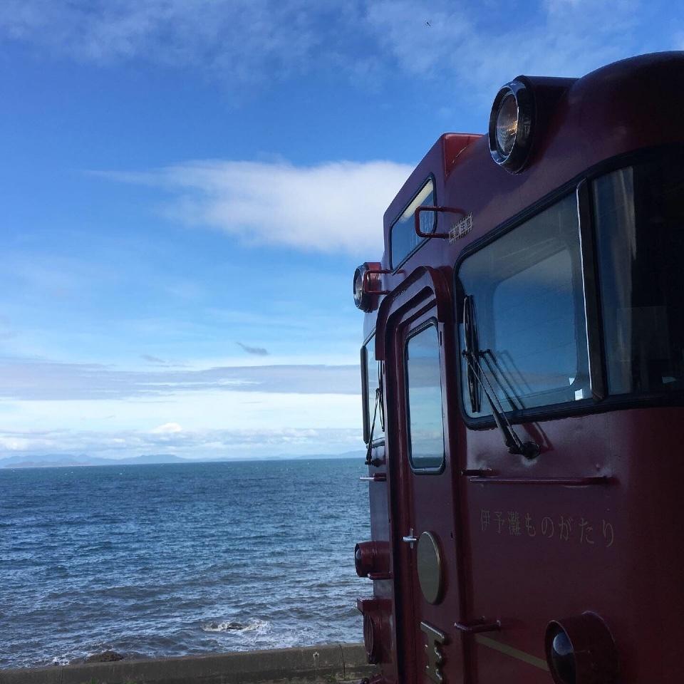 観光列車「伊予灘ものがたり」