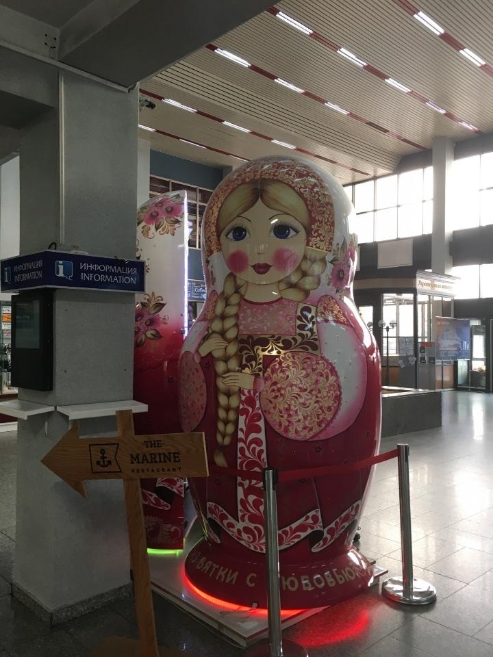 ウラジオストク空港のマトリョーシカ