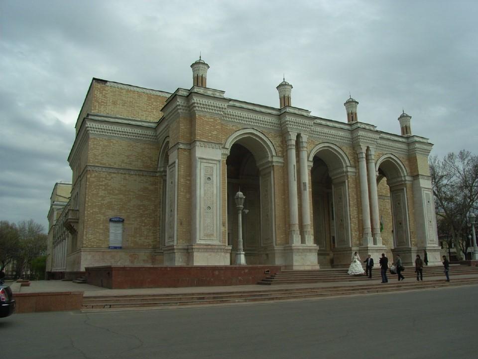 ナヴォイ劇場