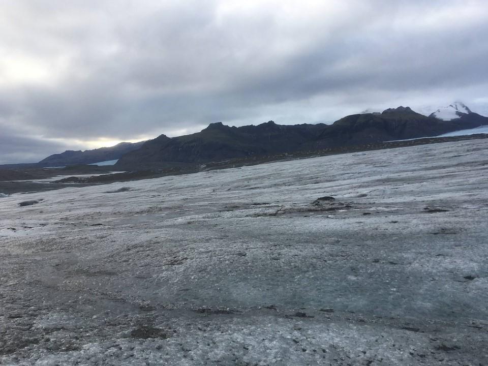氷の洞窟散策ツアー