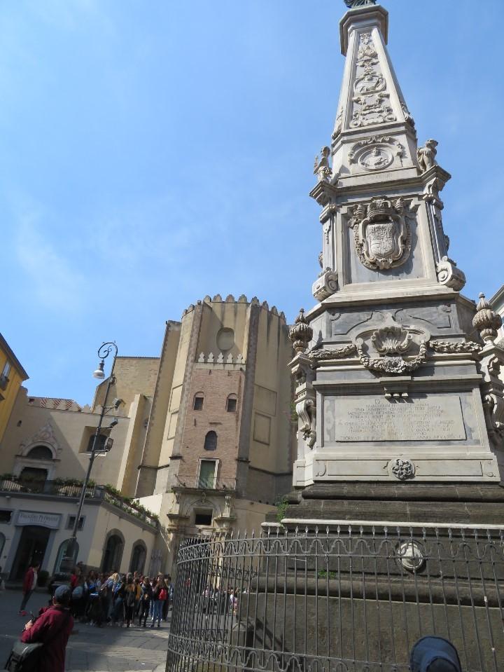 サン・ドメニコ・マッジョーレ広場