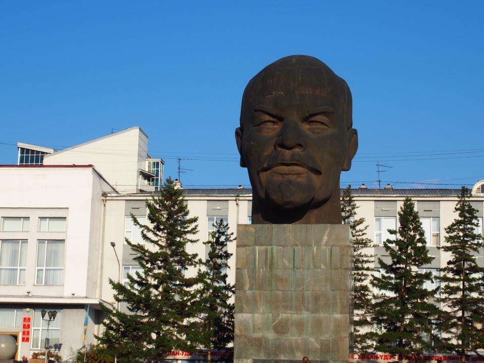 レーニン像のあるモンゴル系の街Ulan Ude