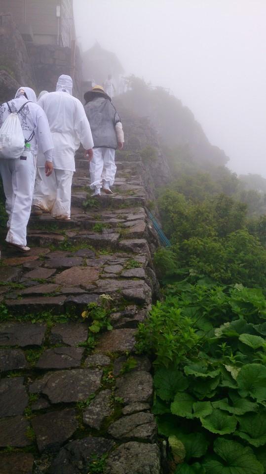 石鎚山お山開きの登山道