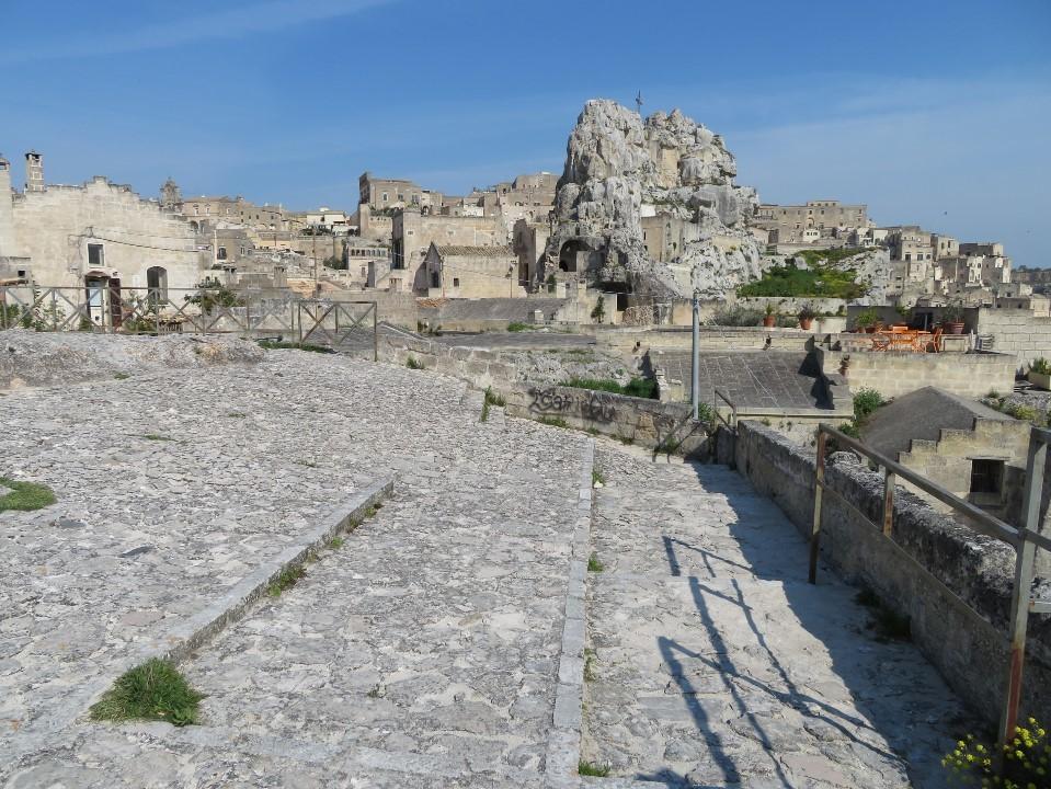 旧石器時代の集落跡を臨む