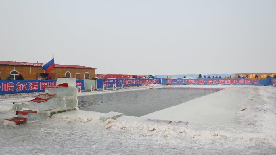 氷雪祭りの冬プール