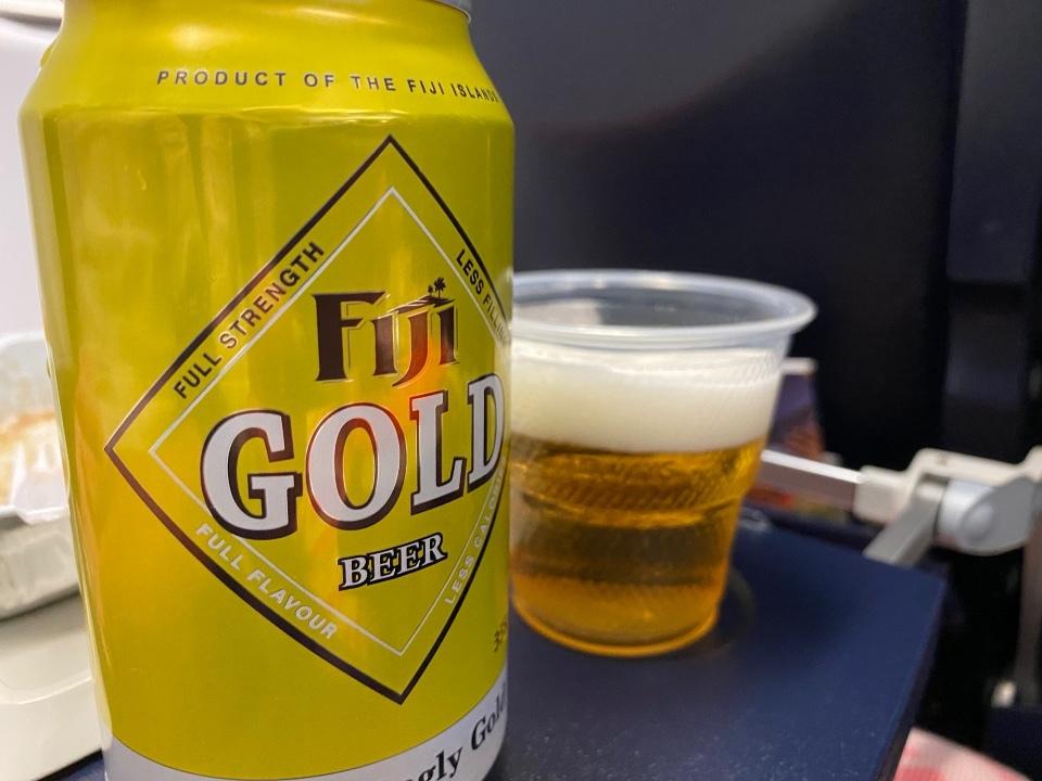 フィジービールと機内食