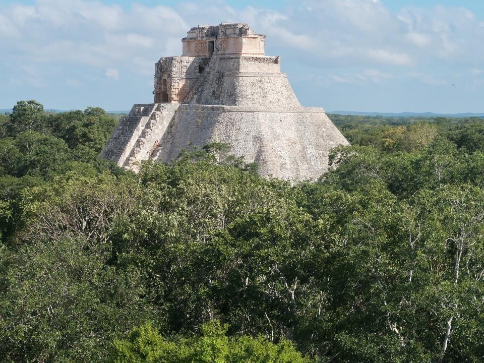 メキシコにピラミッドを登りに行く②ウシュマル遺跡