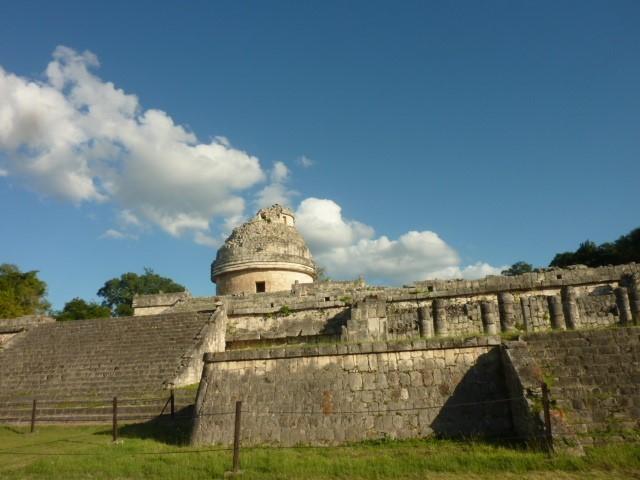 カラコル(天文台)と土産物屋台