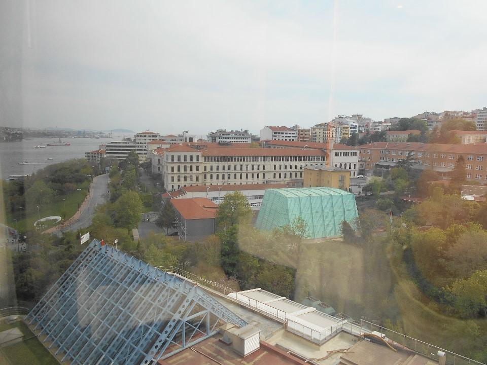 イスタンブールのホテルから街を見下ろす